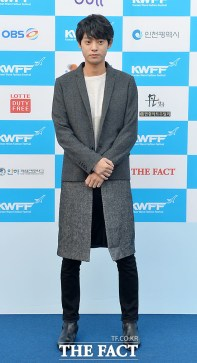 Jung Joon Young on the blue carpet of Korean Wave Fashion Festival 2015
