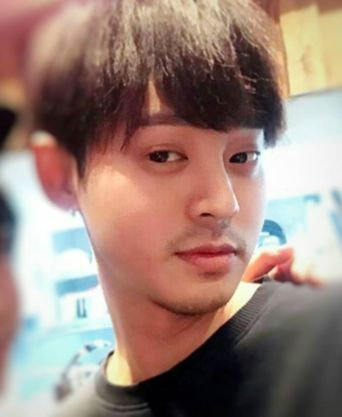 Jung Joon Young with his black hair style back in earlly 2017