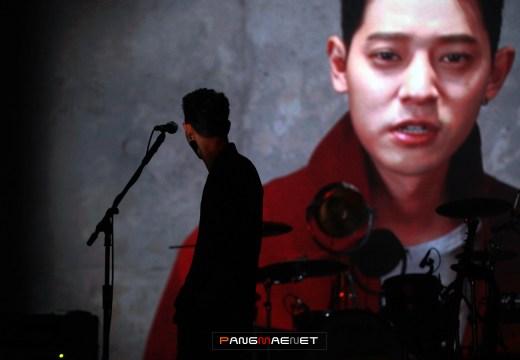 VCR trên sân khấu live concert in Seoul tối 25/2 | ảnh: Pangmaenet