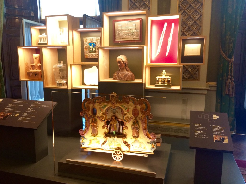 Royal Gifts at Buckingham Palaca