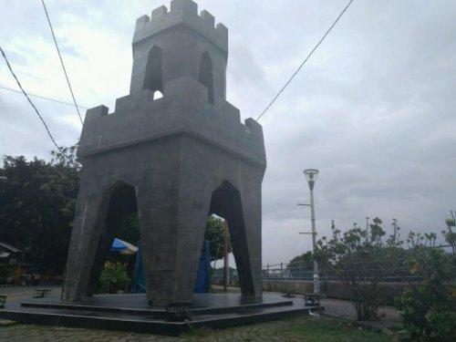 Benteng di Jalan Benteng Makassar (Bantaran Sungai Cisadane)