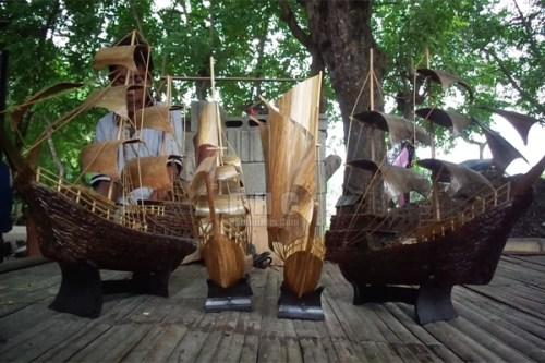 Mengintip Usaha Miniatur Kapal Pinisi di Tanjung Kait