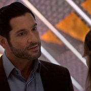 Netflix Lucifer Season5 trailer Tom Ellis-00-00-53-333