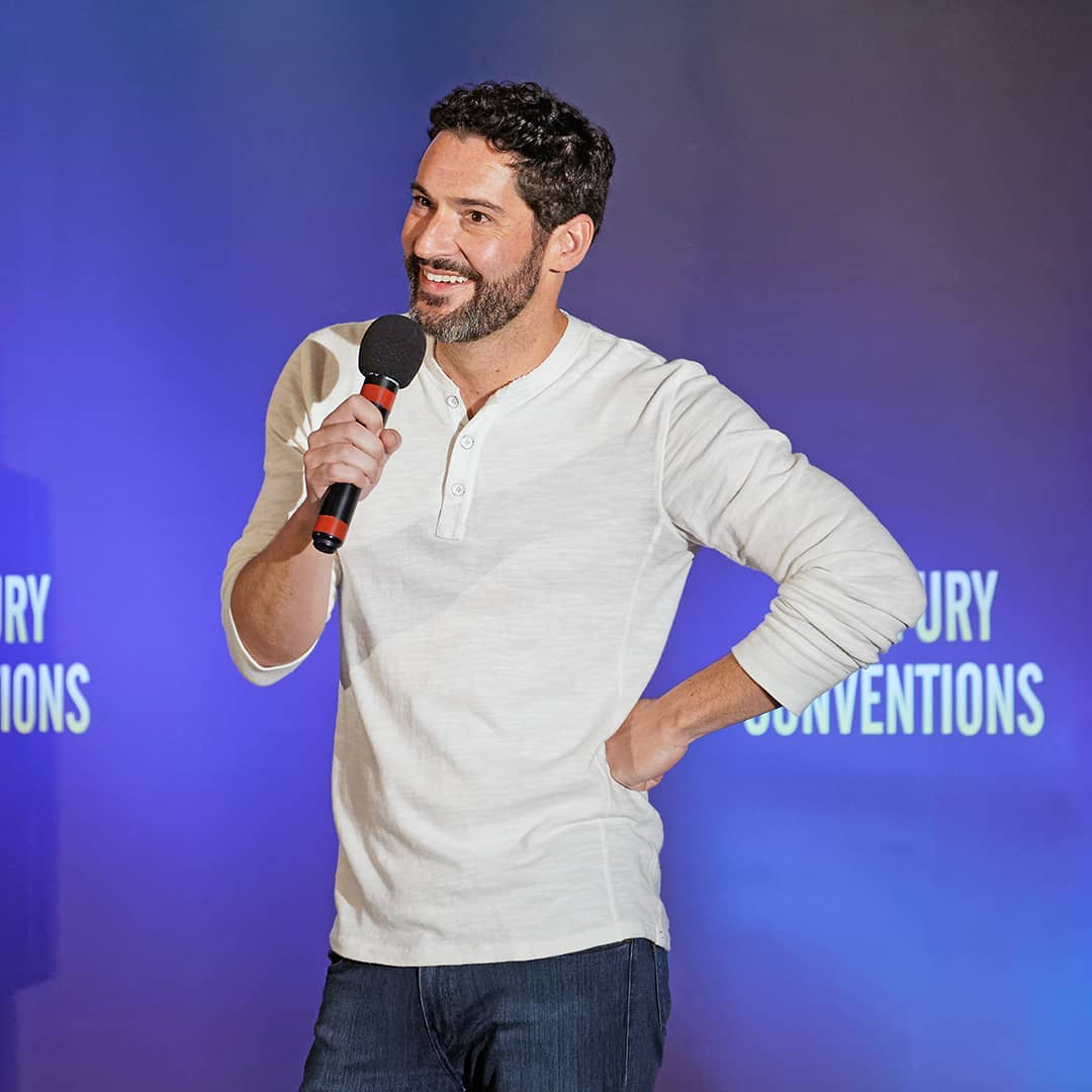 Pictures of Tom Ellis at Starfury LUX Convention 2019 Part 4  About Tom Ellis