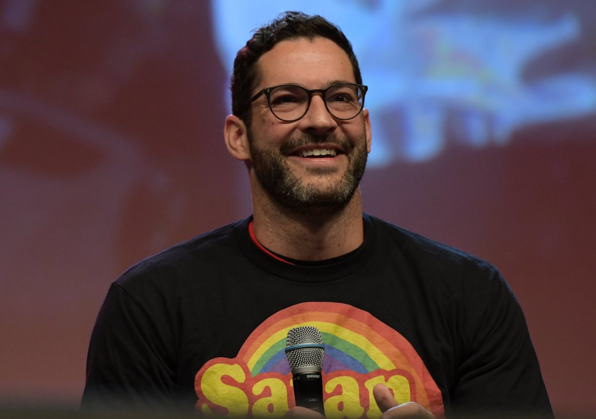 Pictures And Videos Of Tom Ellis At Magic Con 2019 Part 2