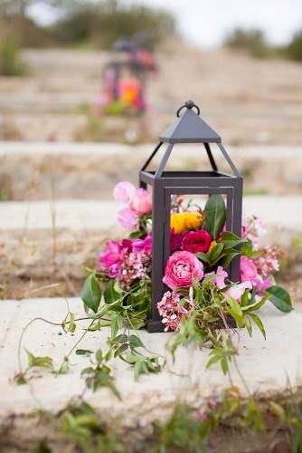 lantern-wedding-centerpiece-becca-rillo-photography-334x500