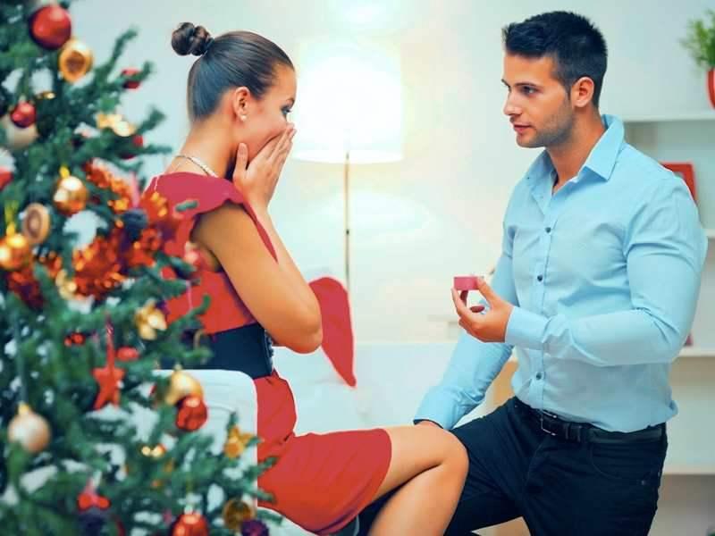Πρόταση γάμου τα Χριστούγεννα