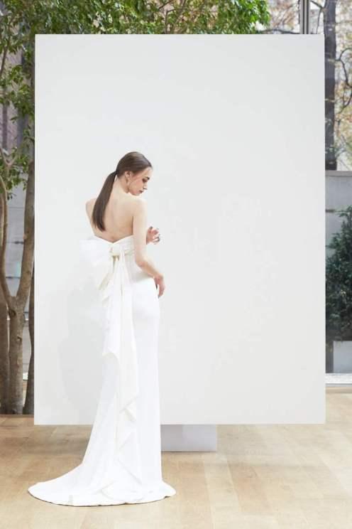 Courtesy of Oscar De La Renta Wedding dress by Oscar de la Renta