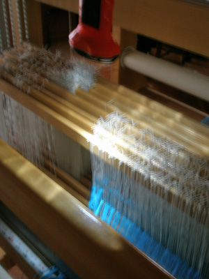 Bogo light hanging above heddles on loom