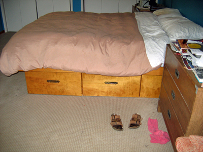 Queen bed pedestal with drawers