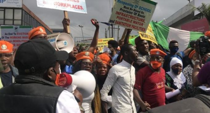 Pandemonium As Police Use Tear Gas On #RevolutionNow Protesters In Lagos