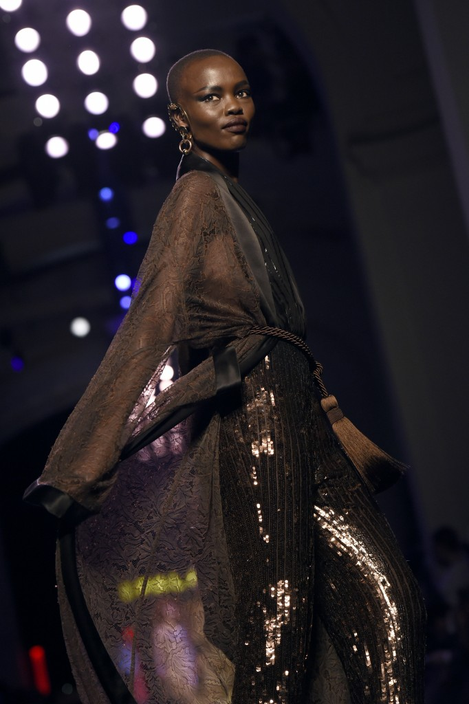 South Sudan-born Australian model Ajak Deng presents a creation by Jean-Paul Gaultier during the 2016 spring/summer Haute Couture collection on January 27, 2016 in Paris. / AFP / MIGUEL MEDINA