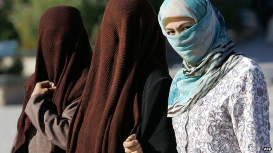 Chinese Muslim Women