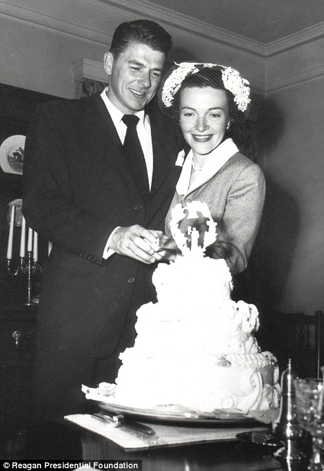 Nancy_Davis_marries_Ronald_Reagan