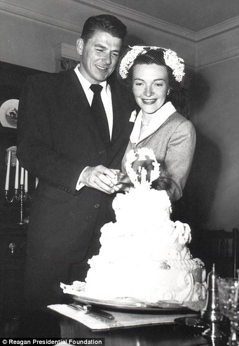 Nancy_Davis_marries_Ronald_Reagan