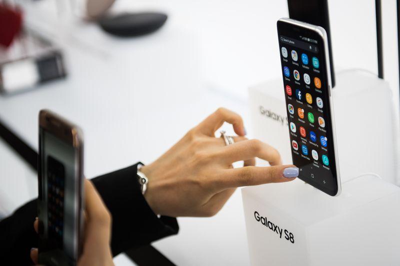 The Samsung Galaxy S8 smartphone. Photographer: Mark Kauzlarich/Bloomberg