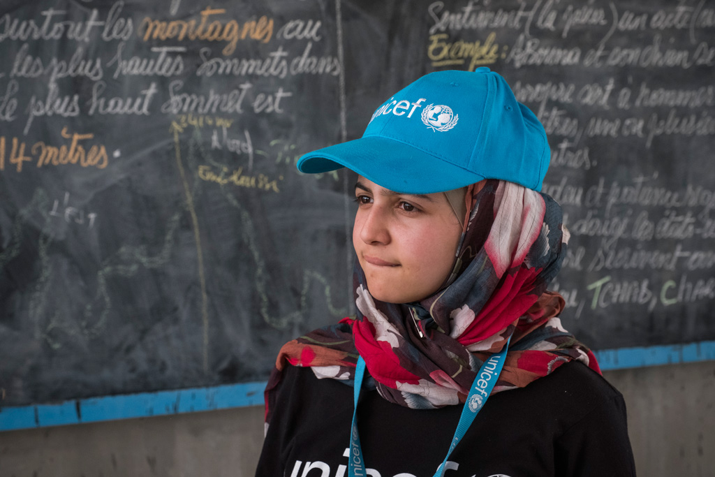 Syrian refugee and education activist Muzoon Almellehan visits a classroom at a school in Bol, Lake Region, Chad. There are 500 displaced children attending the school of 800 students and only eight teachers, causing strain on an already weak education system in Chad. Photo: UNICEF/Sokhin