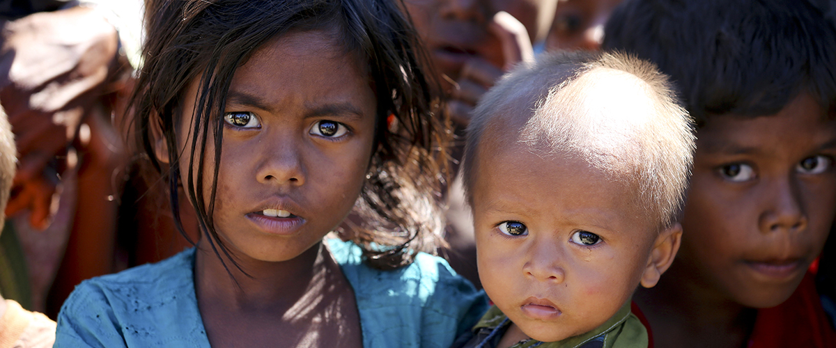 Brother and sister in a camp in Rakhine State, Myanmar. UN Photo/David Ohana