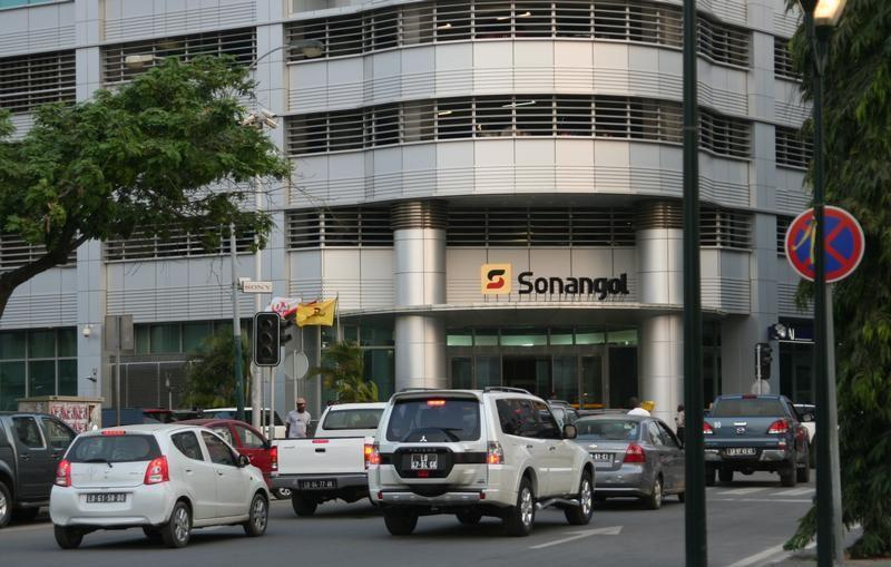 Cars are seen in front of the head office of Angola's state oil company Sonangol in the capital Luanda, Angola. REUTERS/Ed Cropley