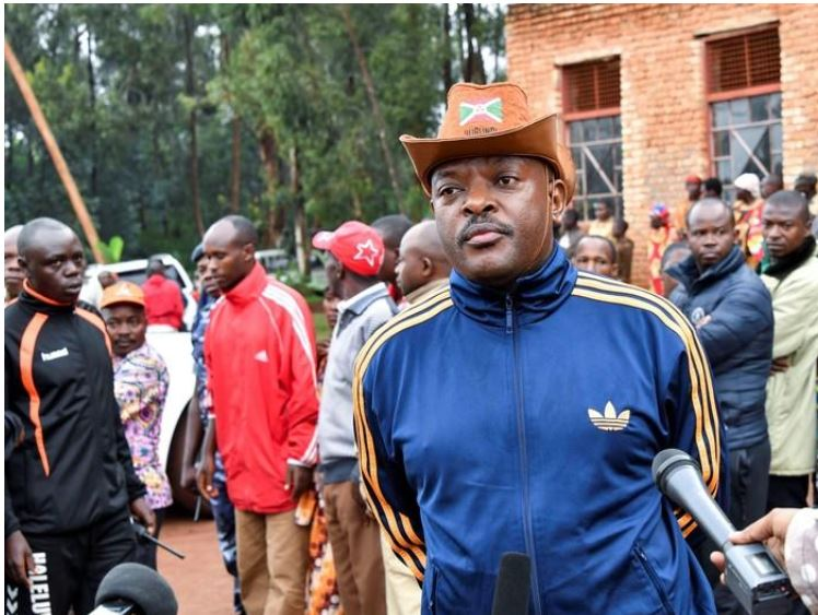 Burundi President Pierre Nkurunziza addresses the media after casting his ballot at a polling centre during the constitutional amendment referendum at School Ecofo de Buye in Mwumba commune in Ngozi province, northern Burundi, May 17, 2018. REUTERS/Evrard Ngendakumana