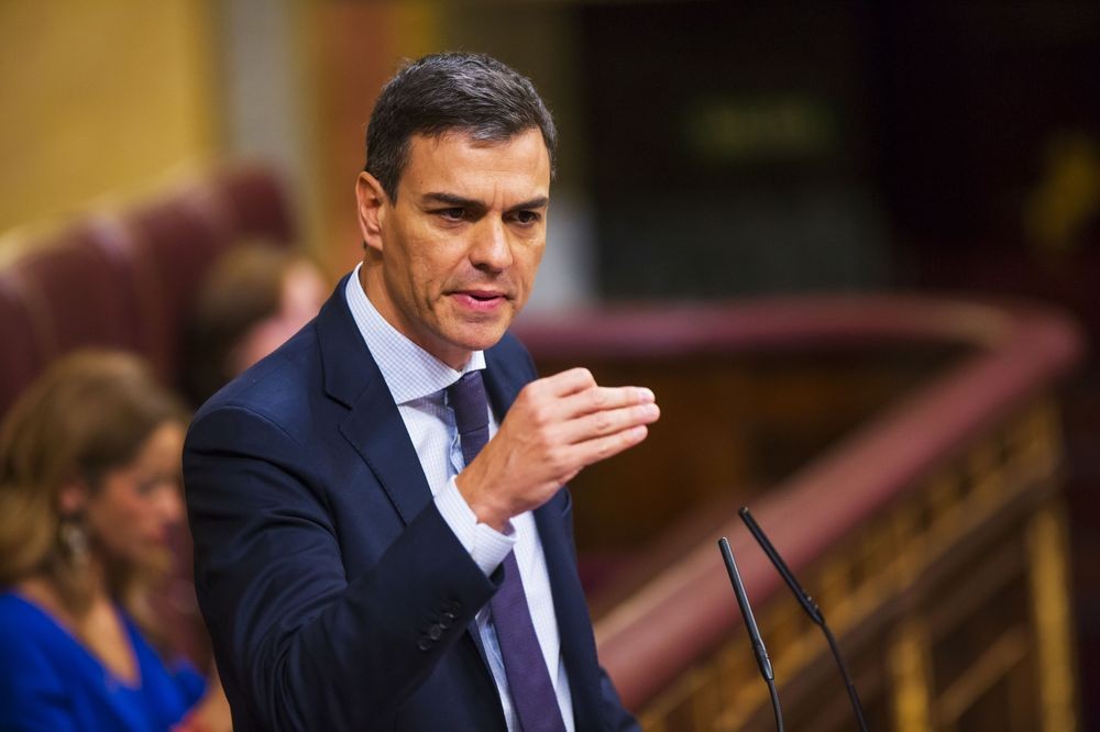 Pedro Sanchez gestures as he speaks during a no-confidence motion vote at parliament in Madrid on June 1, 2018. Photographer: Angel Navarrete/Bloomberg