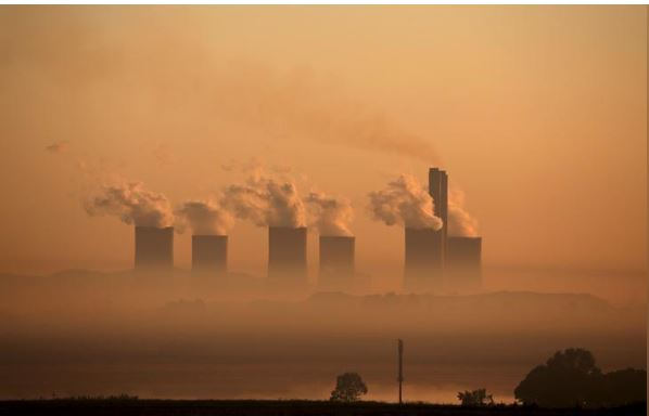 Steam rises at sunrise from the Lethabo Power Station, a coal-fired power station owned by state power utility ESKOM near Sasolburg, South Africa, March 2, 2016. REUTERS/Siphiwe Sibeko/File Photo