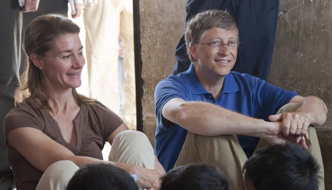 INDIA / Bihar / Jamsaut village / 23 March 2011 Bill and Melinda Gates with children at an Anganwadi centre in Jamsaut village near Patna.