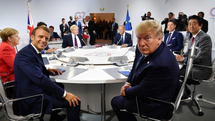 France's President Emmanuel Macron and U.S. President Donald Trump pose for the media as they meet for the first working session of the G7 Summit, in Biarritz, France, August 25, 2019. Jeff J Mitchell/Pool via REUTERS - RC14AC54B390