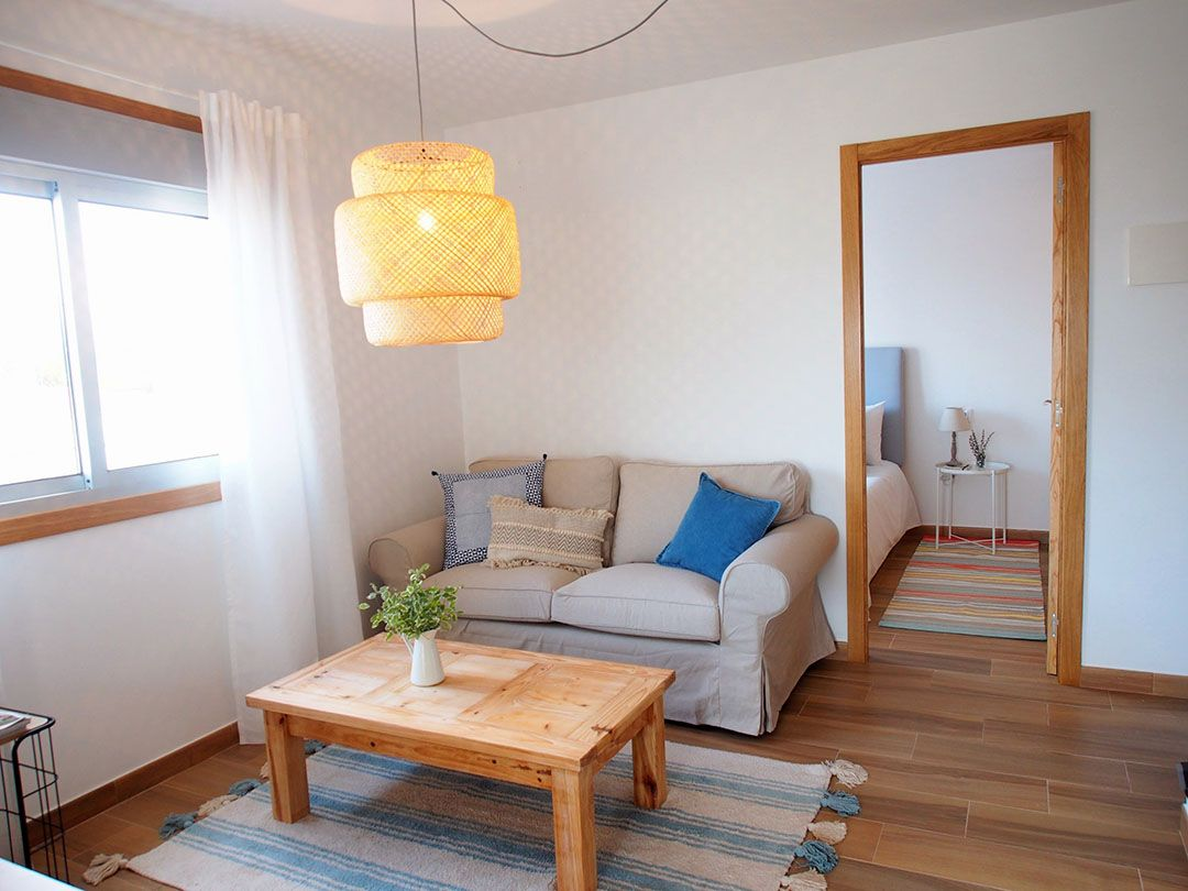 Abracadabra Decor Vigo Home Staging decora para vender o alquilar apartamento en la playa - salón