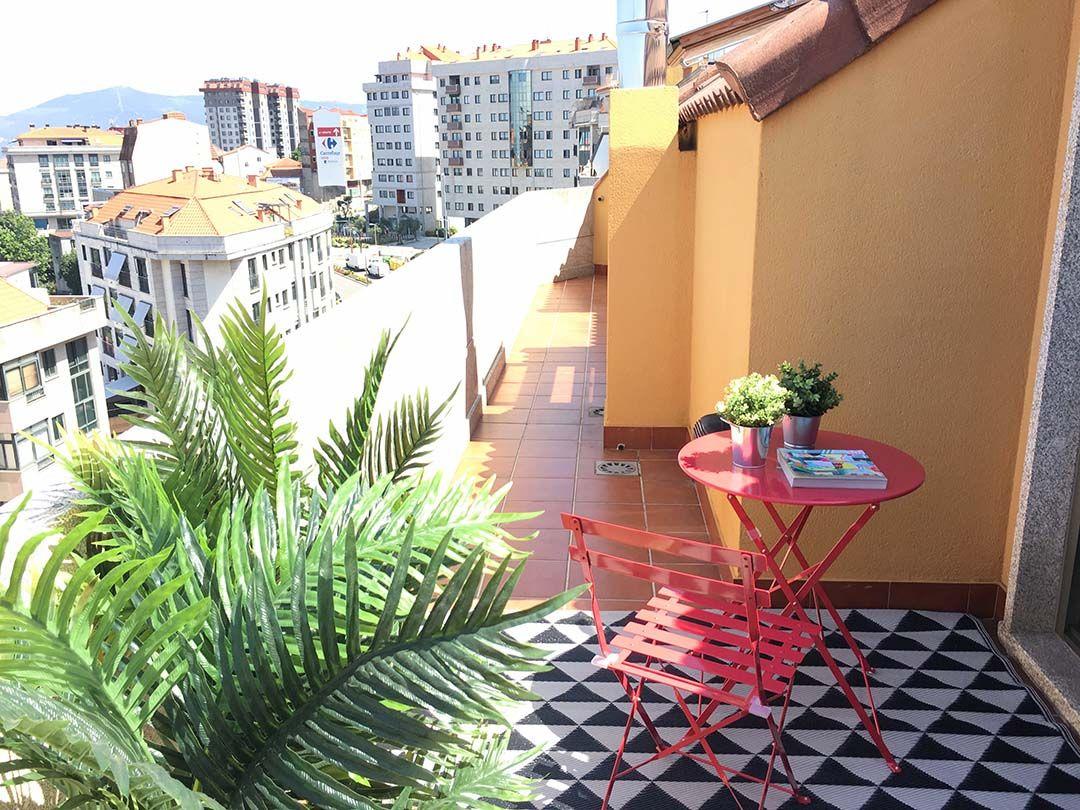 Abracadabra Decor Vigo Home Staging decora para vender o alquilar muebles de cartón - terraza
