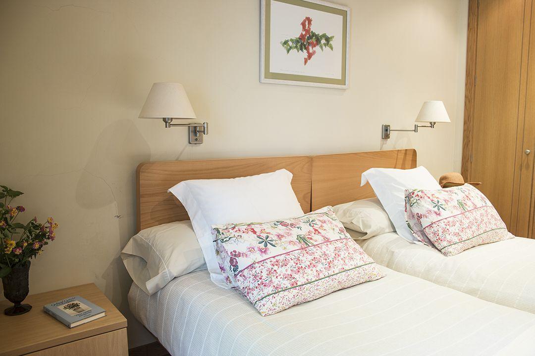Casa de vacaciones en Playa América - dormitorio principal después de home staging