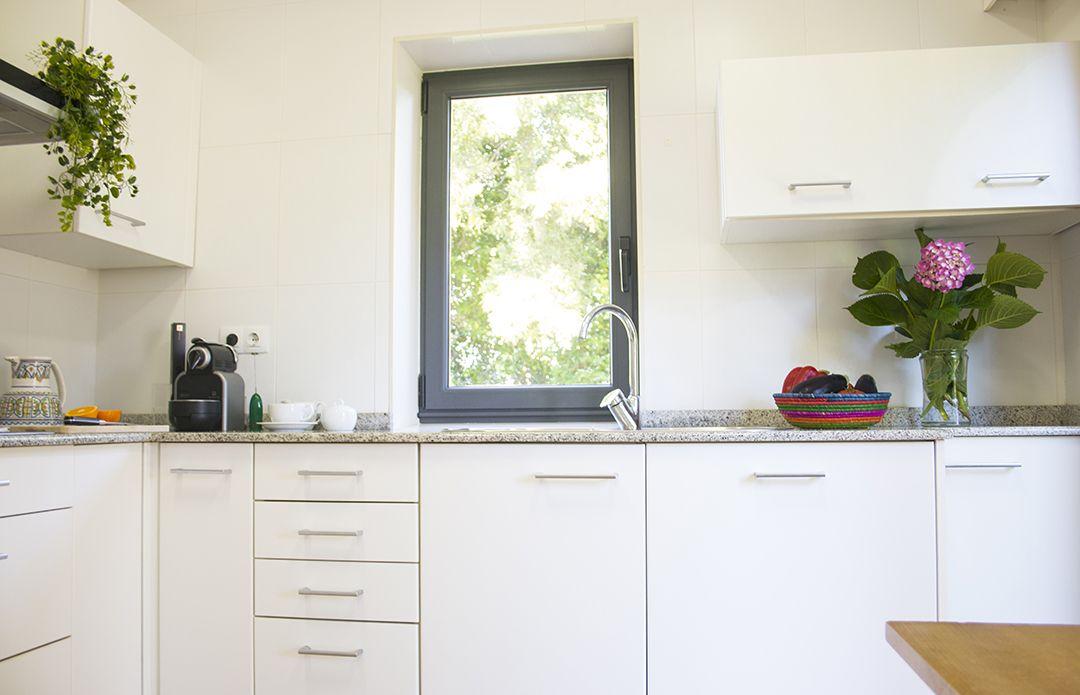 Abracadabra Decor Vigo Home Staging decora para alquiler vacacional - cocina