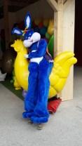Lapinous' Foufous echassiers rebondissants loufoques parade animation evenementiel lapins fantaisie extravagance sautillants mascottes paques (28)