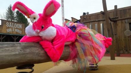 Lapinous' Foufous echassiers rebondissants loufoques parade animation evenementiel lapins fantaisie extravagance sautillants mascottes paques (43)