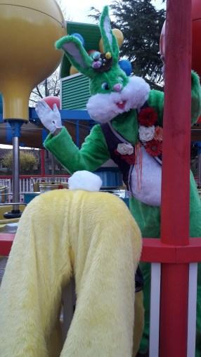 Lapinous' Foufous echassiers rebondissants loufoques parade animation evenementiel lapins fantaisie extravagance sautillants mascottes paques (50)