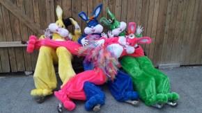 Lapinous' Foufous echassiers rebondissants loufoques parade animation evenementiel lapins fantaisie extravagance sautillants mascottes paques (57)