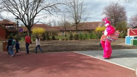 Lapinous' Foufous echassiers rebondissants loufoques parade animation evenementiel lapins fantaisie extravagance sautillants mascottes paques (59)