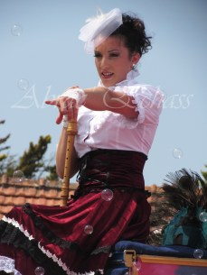 boite à merveilles spectacle rue cirque festival mat chinois fil de fer clowns jongleurs aerien girly kawai(185)