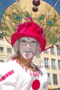 bulles de bonheur echassier parade colores festifs carnaval grandiose crinolines bulles de savon rose girly kawai (24)