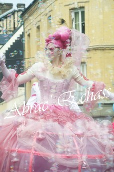 bulles de bonheur echassier parade colores festifs carnaval grandiose crinolines bulles de savon rose girly kawai (68)
