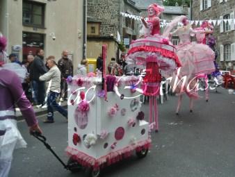 bulles de bonheur echassier parade colores festifs carnaval grandiose crinolines bulles de savon rose girly kawai (72)