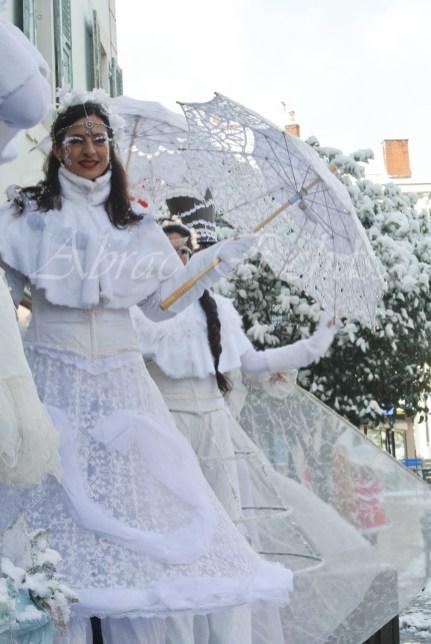 dentelles d'echass echassiers lumineux feeriques blancs parade animation evenementiel noel carnaval soirees blanches juspes originales leds g (52)