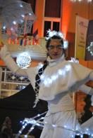 dentelles d'echass echassiers lumineux feeriques blancs parade animation evenementiel noel carnaval soirees dentelles blanches juspes originales leds (140)