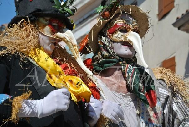 echass epouvantails echassiers venitiens paysans champetre campagne parade animation spectacle clowns danse (8)