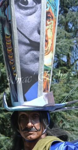 echass et toiles echassiers dali femme paon plumes de paon crinoline parade animation evenementiel grandiose magnifiques (1)
