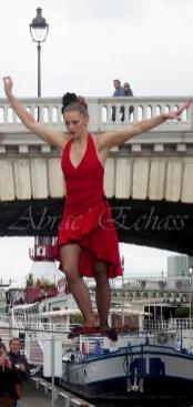 flamenca danse sur fil de fer danse flamenco spectacle rouge et noir cirque animation evenementiel guitare espagnol gitan (27)