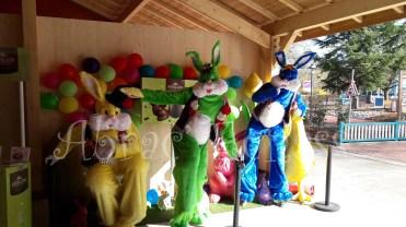 Lapinous' Foufous echassiers rebondissants loufoques parade animation evenementiel lapins fantaisie extravagance sautillants mascottes paques (3)
