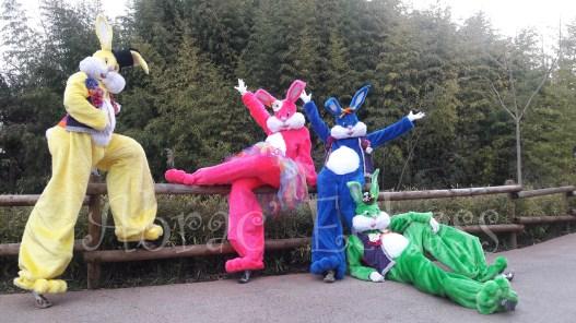 Lapinous' Foufous echassiers rebondissants loufoques parade animation evenementiel lapins fantaisie extravagance sautillants mascottes paques (35)