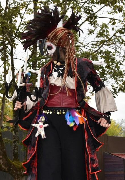 Mysterious voodoo echasses halloween walibi parade dia de los muertos vaudous (45)