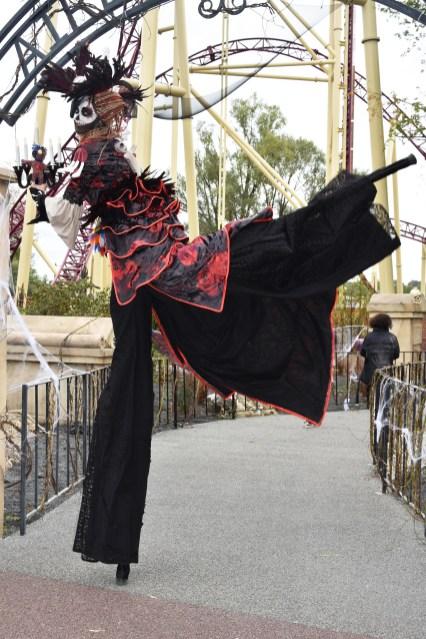 Mysterious voodoo echasses halloween walibi parade dia de los muertos vaudous (48)